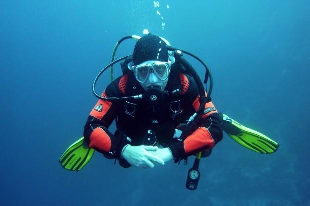 Dykning-pexels-pixabay-37530. Billede af dykker med udstyr. Taget af Pixabay